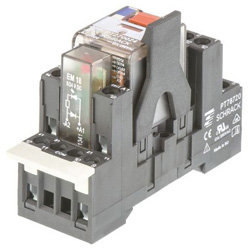 TE Connectivity リレー, 2c接点, 24V dc, 777 Ω